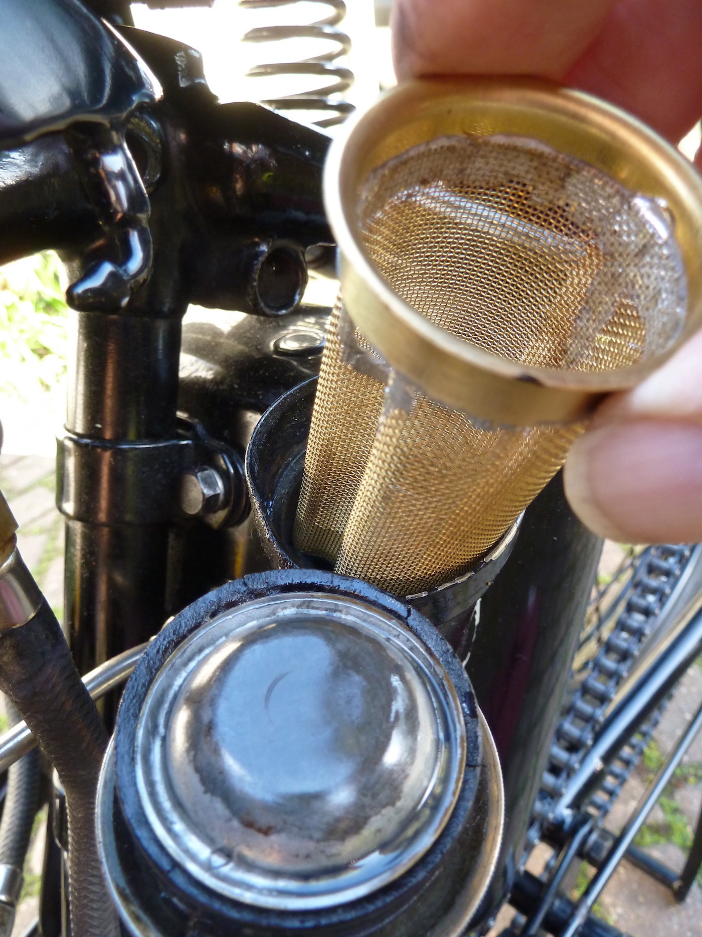 K Series Mesh Oil filter inserting